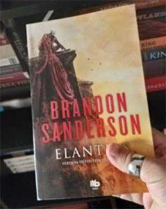 Elantris, o como triunfar con tu primera novela de fantasía